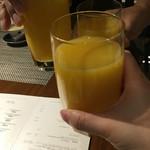 74820276 - オレンジジュースで乾杯!                       スパークリングワイン付き一休4000円にしたつもりが、ついてない方にしてしまい(ー ー;)                       しかし、オレンジジュース絞りたて、超美味しい!                       高野フルーツより勝つ(笑)