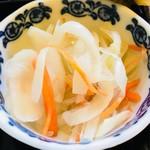相福庵 - 玉ねぎと人参がシャキシャキしてサッパリ。天ぷらの後に食べると胃が少しスッキリしました。