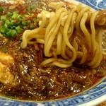 中華食堂仁仁 - 麺は断面が楕円形の太麺