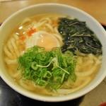 因幡うどん - 玉子うどん(450円)葱&一味を投入