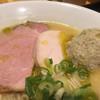 自家製麺 竜葵 - 料理写真:芳香鶏白湯らーめん850円のチャーシューとつくねのアップ (白トリュフオイルがかかっています)