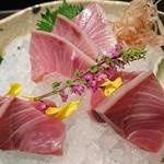 魚貝三昧 げん屋 - 天然ブリ刺身