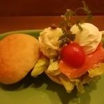 HanaCAFE nappa69 - 丸パンのサンドイッチ