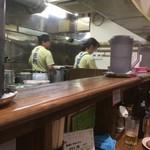 麺壱 吉兆 - 内観(カウンター〜厨房)