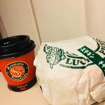 74843518 - チャイニーズチキンバーガー 378円 新幹線車内販売コーヒーS 320円