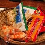 SWANLAKE Pub Edo - 亀田製菓と新潟米菓の詰め合わせ(500円)