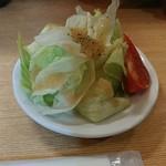 カレーや 満店堂 - ランチのサラダ