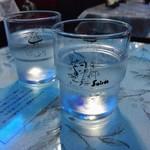 74851402 - 東郷青児の絵が可愛いグラス                       お土産に購入もできます♫