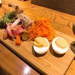 ビストロ ディヴァン - 野菜たっぷりの前菜5種盛り