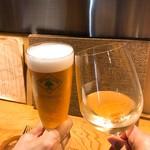 ビストロ ディヴァン - 白ワインとパナシェで乾杯。白ワインは南仏のグランカラモンt