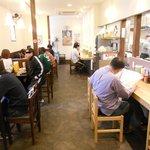 麺屋 燕 - 休日朝9:30でほぼ満席(ただし回転は速)