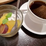 74860176 - デザートとコーヒー