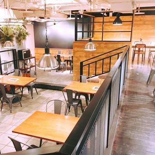 開放的でアットホームな空間。二次会やパーティーの貸切りもOK