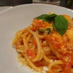 酒と肉バル sora - *トマトの爽やかな風味を感じるソース。モッツラレチーズがいいアクセントになっています。