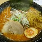 さっぽろ麺屋 文太郎 - ピリ辛ラーメン大盛 麺をひっぱりだし