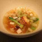 エクアトゥール - クエの直火焼き フカヒレと青梗菜と焦がし葱のスープで