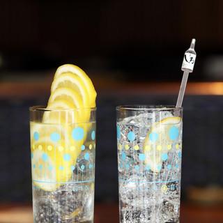 県産レモンをまるごと1個分のレモンサワー