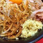 麺屋 桐龍 - 七味唐辛子、生姜