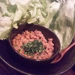 えん - 納豆と挽肉のレタス包み