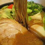 一風堂 - ソースとんこつの麺