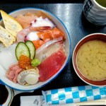 八王子総合卸売センター 市場寿司 たか - お味噌汁、お茶付