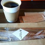 トラベラーズコーヒー - プレーンワッフル(300円)と,トラベラーズ・ブレンドコーヒーのS(400円)にしました。