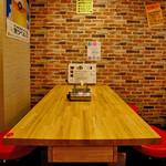 チゲ屋 - テーブル席