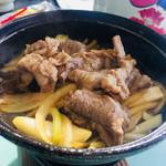 信州屋 - 十和田のバラ焼き(牛バラ肉、特製甘辛しょうゆダレ、玉ねぎのスタイル)