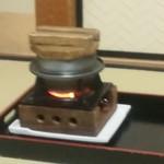 京都嵐山温泉 渡月亭 - 釜炊き中  味が変わってしまうので絶対に開けないでくださいと。