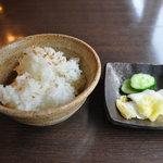 きた山 - ご飯(ごまがふられてます)