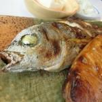 たまや食堂 - 焼き魚はイサキとブリ