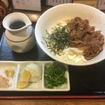 讃岐麺房 すずめ - 牛ぶっかけうどん 冷 950円
