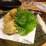 居酒屋 磯飯倶楽部 - ◆栗とキノコの天ぷら(620円)・・都合により「栗」と「キノコ」が別々に出されました。 栗はホクホクで甘みを感じます。