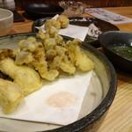 居酒屋 磯飯倶楽部 - *キノコの天ぷら・・舞茸・しめじなど。お塩と天つゆで頂きます。