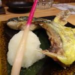 居酒屋 磯飯倶楽部 - ◆シイラ:カマ塩焼き(700円)・・釣り魚だそう、、ハワイでは高級魚という説明も面白い。 淡白な味わいですが、旨みは感じます。