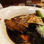 居酒屋 磯飯倶楽部 - ◆本日の煮魚は2種類(鯛またはカンパチ)から選べましたので「鯛」を。 時間をかけて丁寧に調理されますので、お味が浸みていて美味しい。 量もタップリ・・