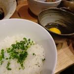 居酒屋 磯飯倶楽部 - *煮汁をご飯にかけ「とき卵」と共に頂くと美味しいと勧められ、トライ。