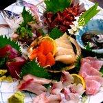 江戸前きよ寿司 - 地物刺身盛り合わせ (春バージョン)