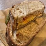 74892379 - グリルド チーズ。使用しているチーズも、非常に上質です。