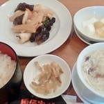 原価家 味華 - 料理写真:日替わりランチ(イカとキクラゲ炒め)