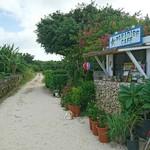 クチュアンドパラダイス カフェ - 竹富島の街の雰囲気(^^)/ちなみに右手のお店です