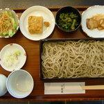 手打そば みかみ - 料理写真:昼の日変り小膳:せいろに出汁巻き玉子にそばサラダに日変わりの小鉢と甘味つきです。