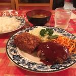 河鹿 - ランチ Aセット @810円 味噌汁からはホカホカな湯気が…!お値段も味も昔ながらな洋食セット。