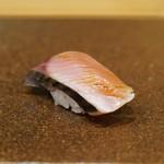 寿司つばさ - 軽く燻製にした鰹