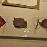 Lung King Heen - 料理写真:チャーシュー、豚皮のカリカリ揚げ、ローストグース。