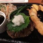 レストランさとう - 照焼きソース+大葉+大根おろし!?で和風?? まあいいとして… ハンバーグがコレ200g? ココットとさほど変わらない大きさですけど。