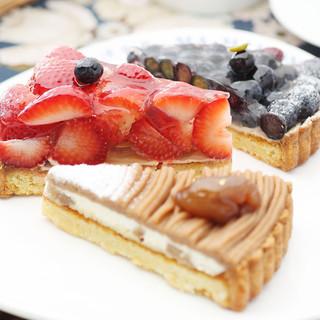 ケーキ、ドリンクが選べる「得々セット420円」が100円に!