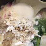 鯛ラーメン 銀次、ぷるっと。 - ぷるっと塩(850円)スープと鯛ほぐし身
