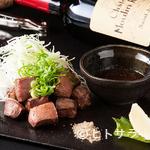 鉄板焼 曉 - 料理との相性を見極めた、各国のワインを取り揃え