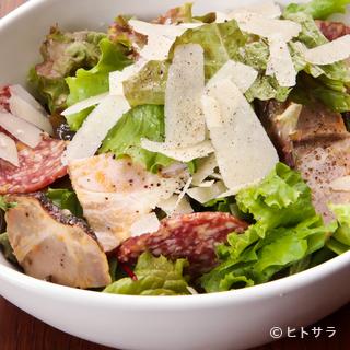 『ブッチャーサラダ』お肉の入ったボリュームのある看板サラダ